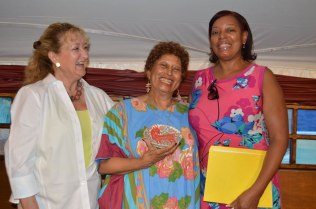 Anne Bailey, Ione, and Nina Dawson share a laugh – Photo by Gloria Waslyn